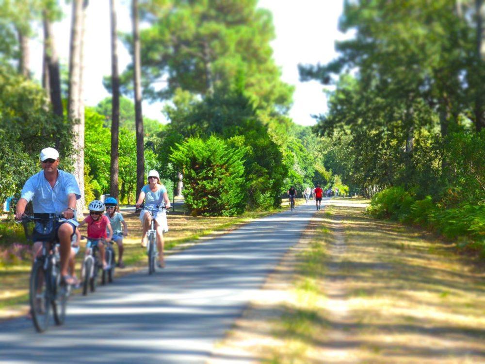 Balade à vélo en famille à Arès