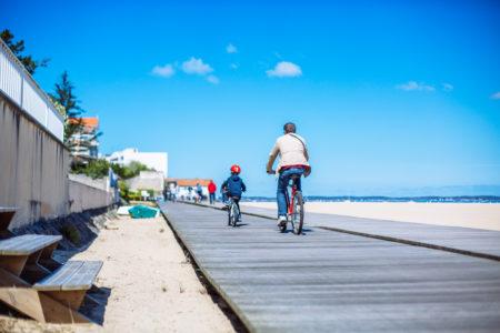 Balade à vélo sur le front de mer à Arcachon