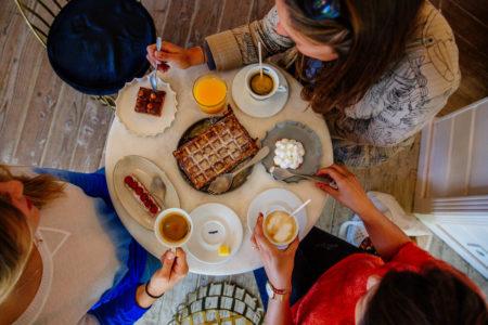 Pause gourmande entre copines au Cap Ferret