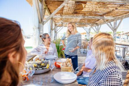 Partager une plateau de fruits de mer à Andernos