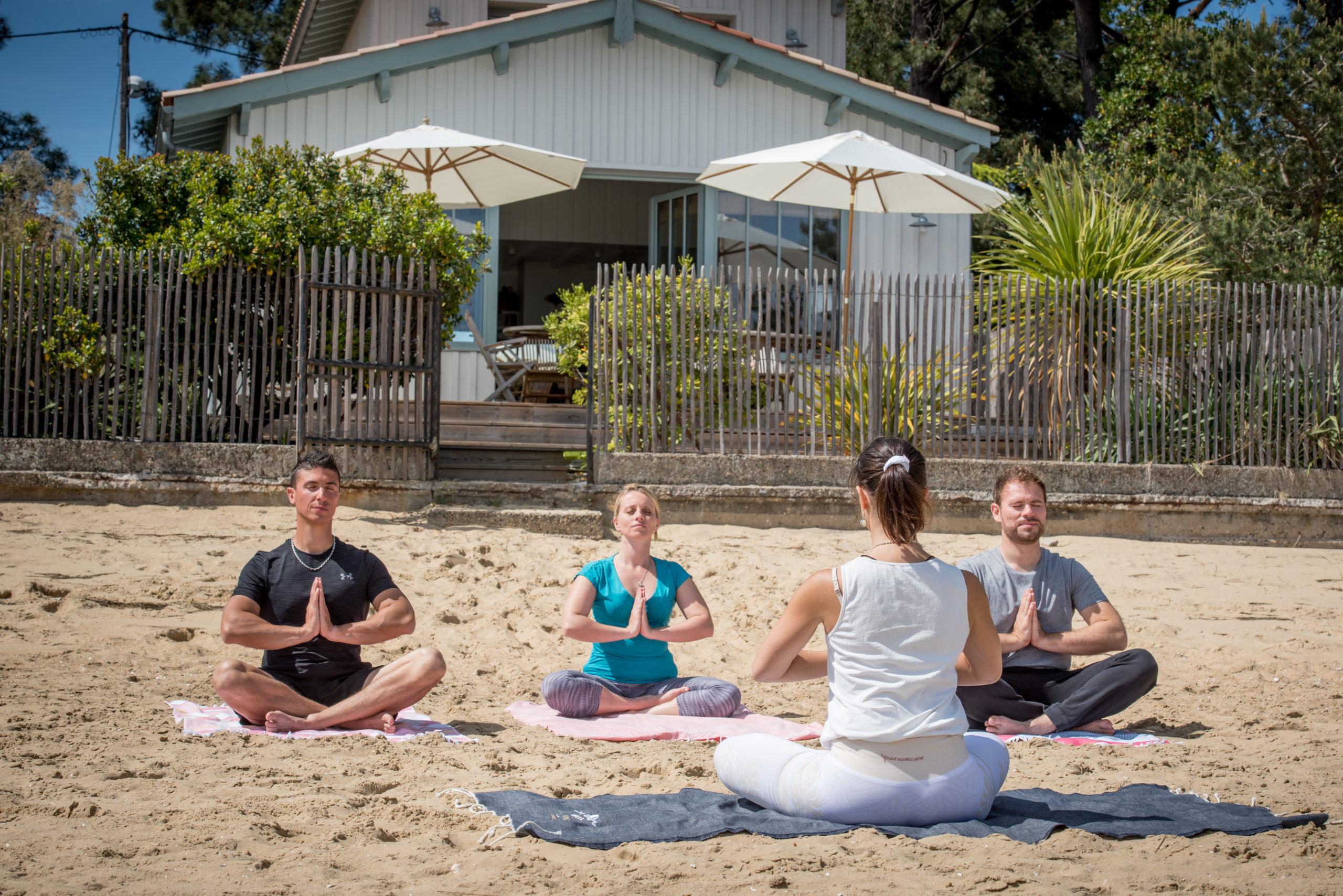Villa du Cap Ferret avec conciergerie : yoga sur la plage